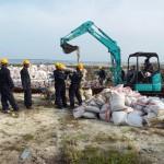 HA Thuraakunu - Ongoing material unloading works
